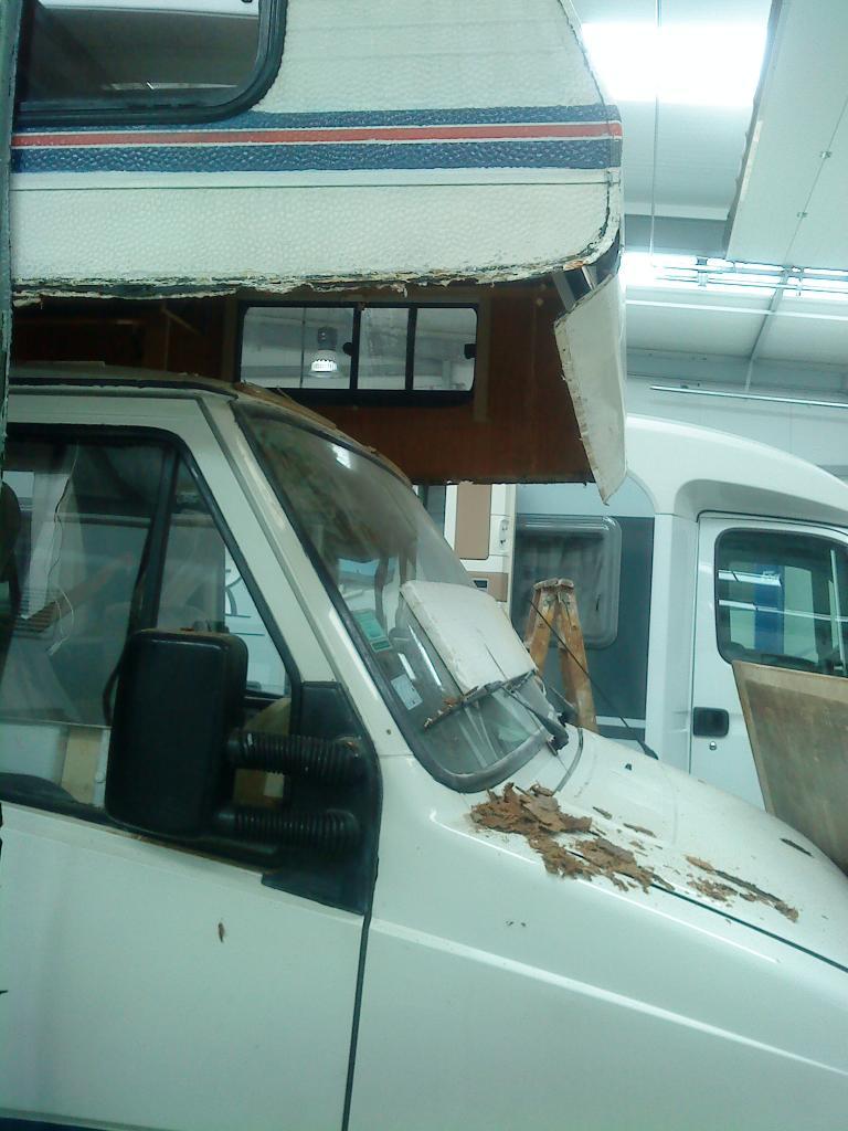 renovation d 39 un camping car page 7 16. Black Bedroom Furniture Sets. Home Design Ideas